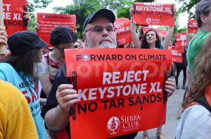 1369971625-protest-over-keystone-pipeline-during-obamas-chicago-visit_2102510
