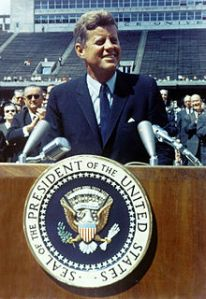 220px-John_F._Kennedy_speaks_at_Rice_University